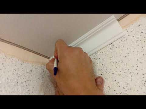 Как резать углы на потолочном плинтусе видео 1