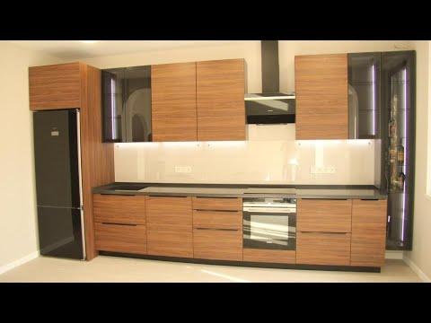 Кухня-гостиная цвета орех с черной вытяжкой. Столешница и мойка из искусственного камня. Кухни Киев.