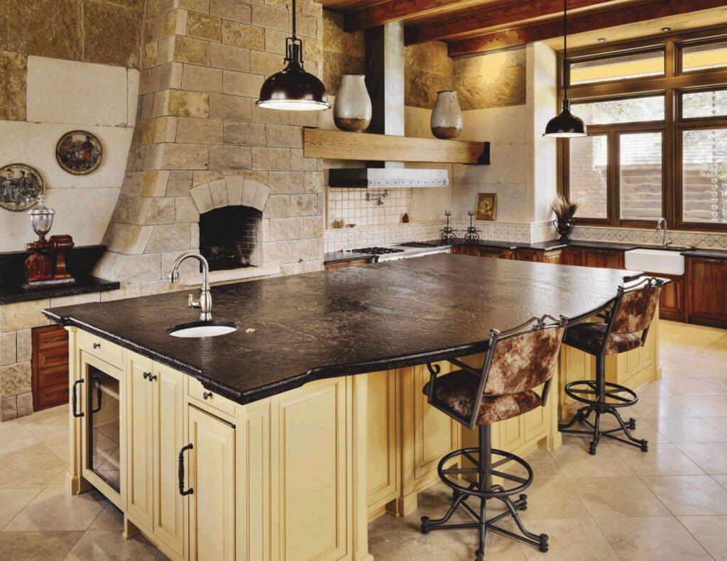 Деревянная мебель в кухне стиля классика с лофтом