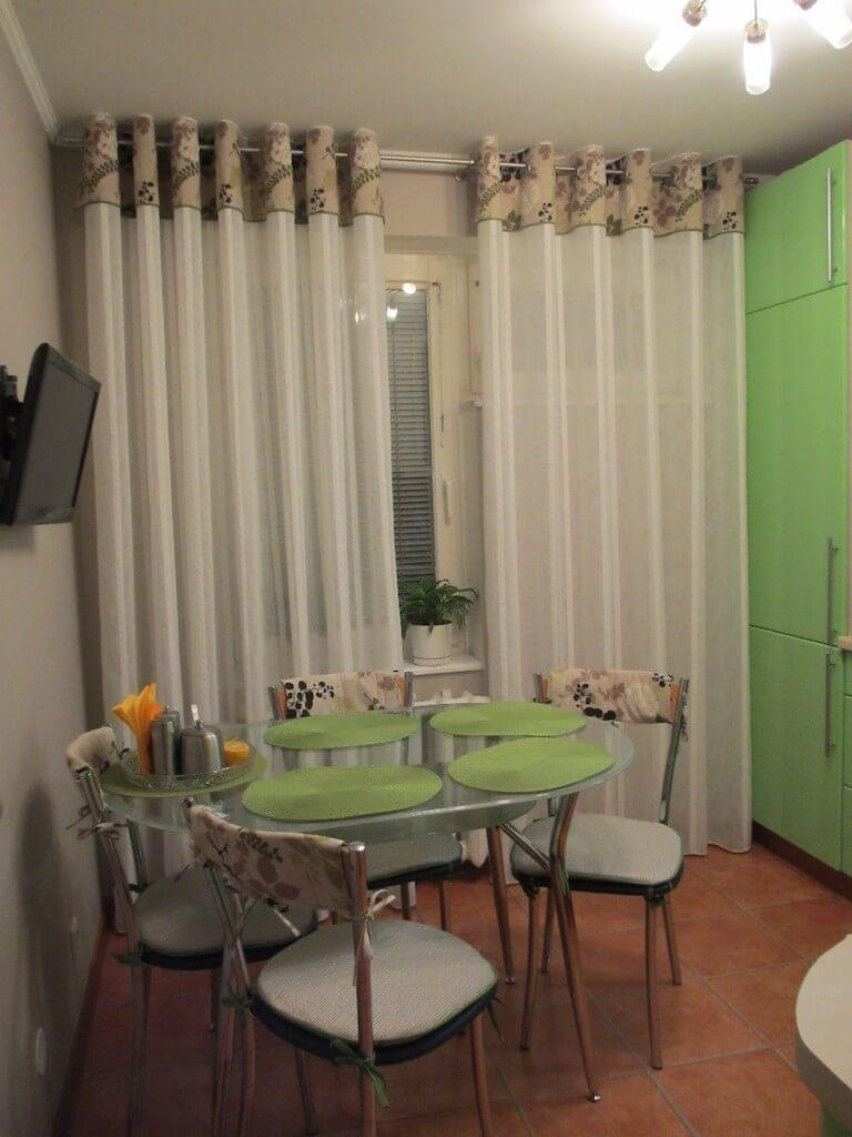 шторы с люверсами на кухне
