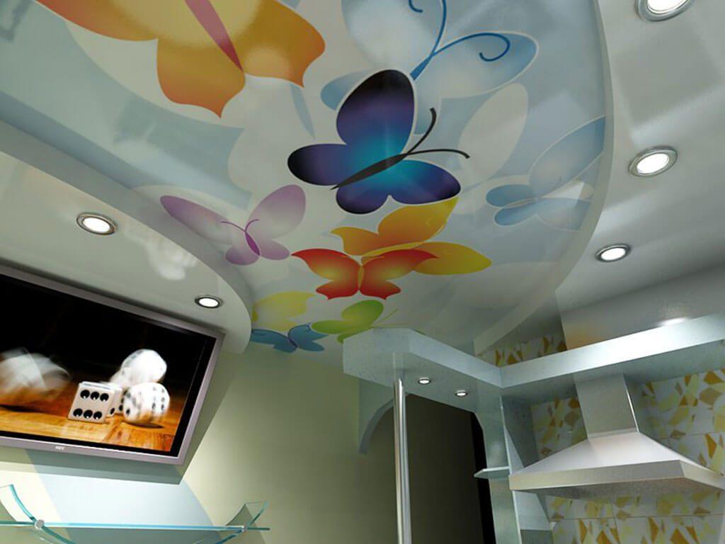 натяжной потолок на кухне с бабочками