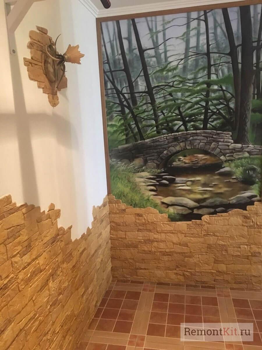 Картина и декоративный камень на стене