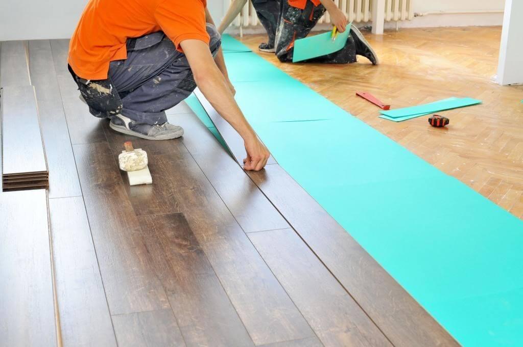Укладка ламината на деревянный пол своими руками: как правильно положить ламинат на деревянный пол?